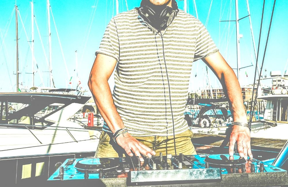 boat party with music